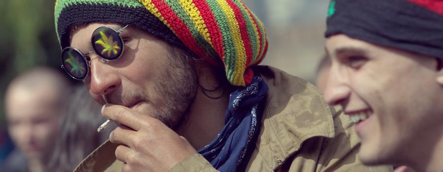 Elegir el cannabis en lugar de alcohol insalubres comportamiento agresivo adictivo alcoholismo