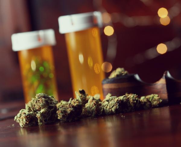 cannabis medicinal médico prescripción de farmacia