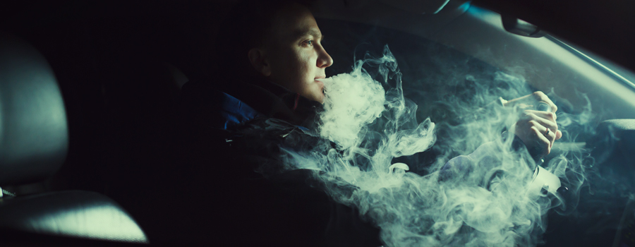 Fumando Cannabis en el coche